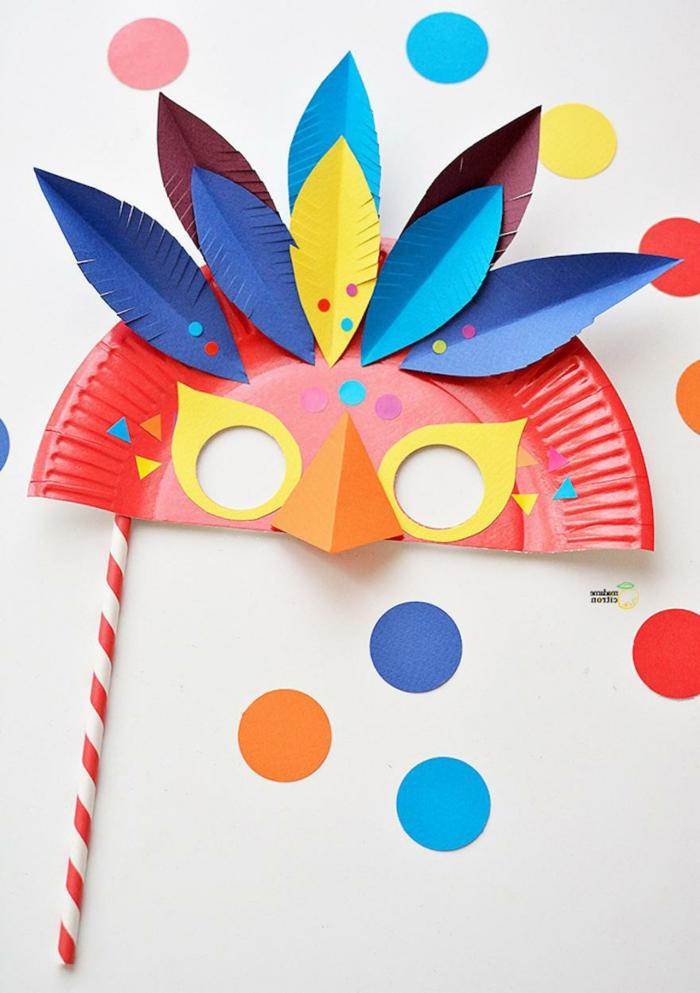 Maske für eine Party selbst machen, Tiere aus Pappteller selbst basteln, kreative Bastelideen