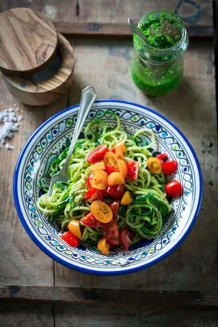 pasta mit zucchini und tomaten, schnelle rezeote zum abenhmen, zudeln