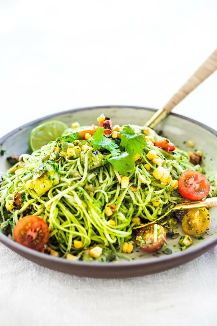 pasta mit zucchini und tomaten, gesund essen, low carb rezepte mit zudeln