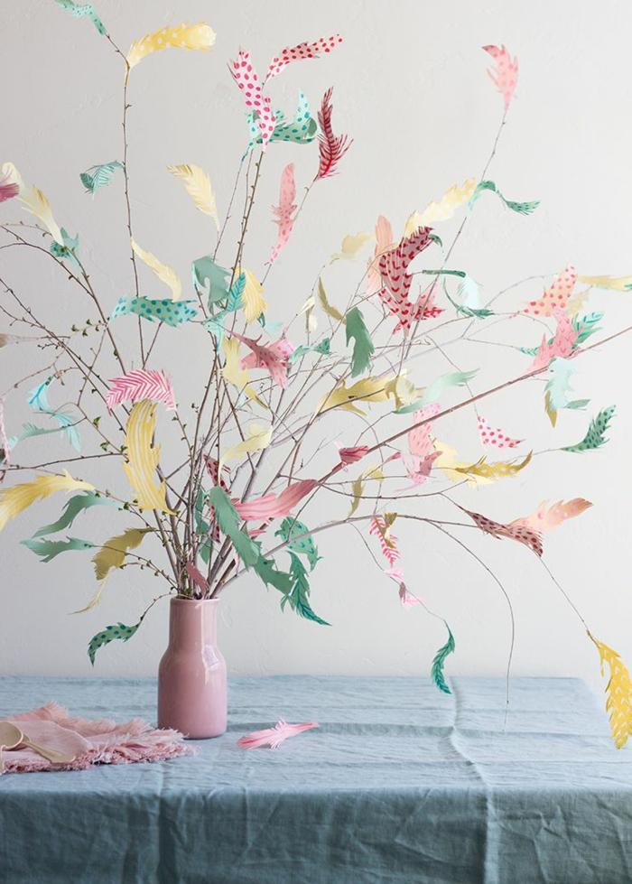 Bunter Baum mit gebastelten aus Papier Blättern, tischdeko frühling mit naturmaterialien