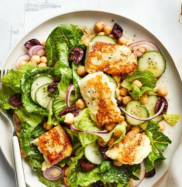salat zum grillen, gegrillte hänchenbrust mit kraut, oliven und zwiebel, mittagessen ideen