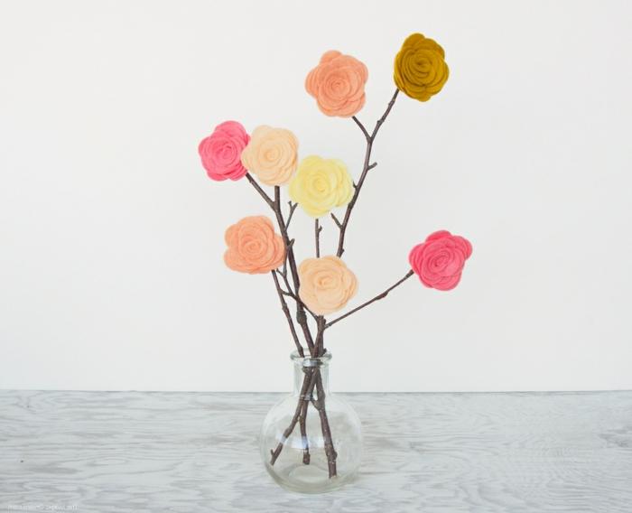Baum mit bunten Blumen aus Filz in einer Vase, DIY Anleitung, Deko Ideen selbermachen