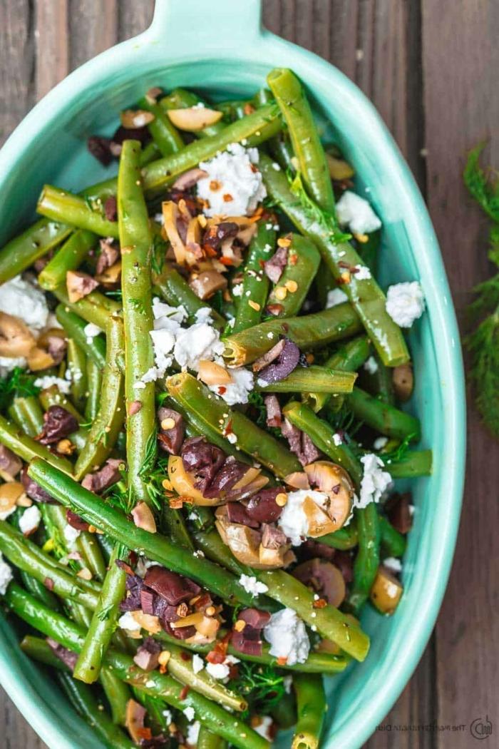 schnelle salate, gesund essen, wintersalat mit grünen bohnen, oliven und ziegenkäse