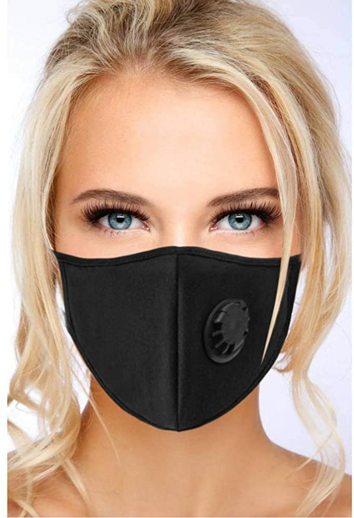 Blonde Frau mit blauen Augen, Mundschutz Maske schwarz mit Filter, Hochgesteckte Haare