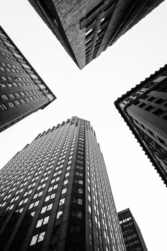 schwarz weißes Bild von dem Skyline von New York, vier Wolkenkratzer, tumbl aesthetic backgrounds, Bild Handy Hintergrund NY
