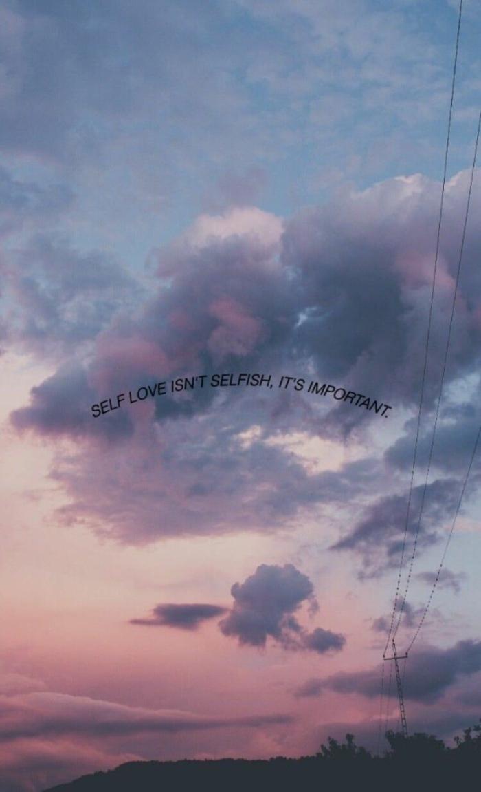 Hintegrundbild mit Wolken und inspirierendem Spruch über Selbstliebe, aesthetic backgrounds,