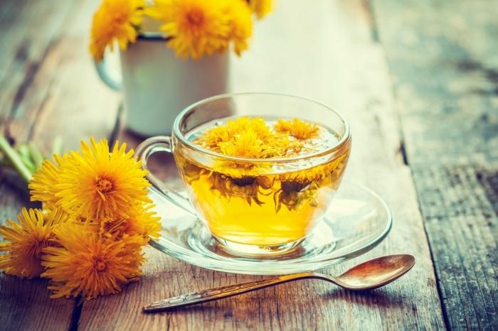 stärkung des immunsystems gesunder tee mit pfustenblumen, zubereitungsweise
