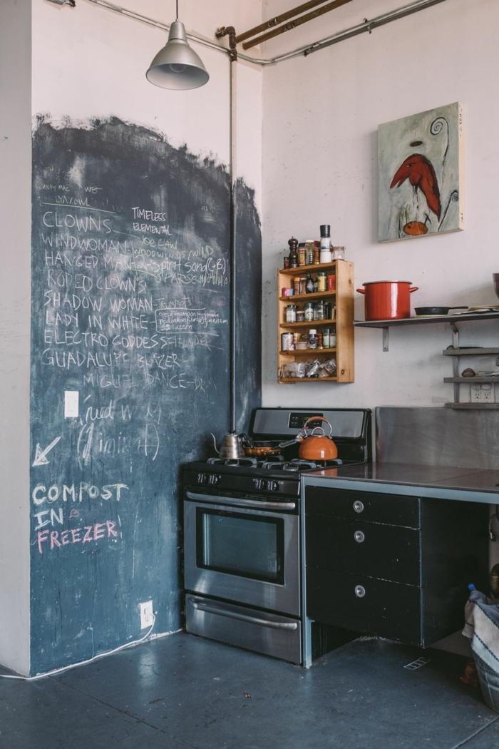 Kleine Wohnküche Ideen, Einrichtung im industrial chic Stil, Tafelfarbe mit aufgeschriebener Text