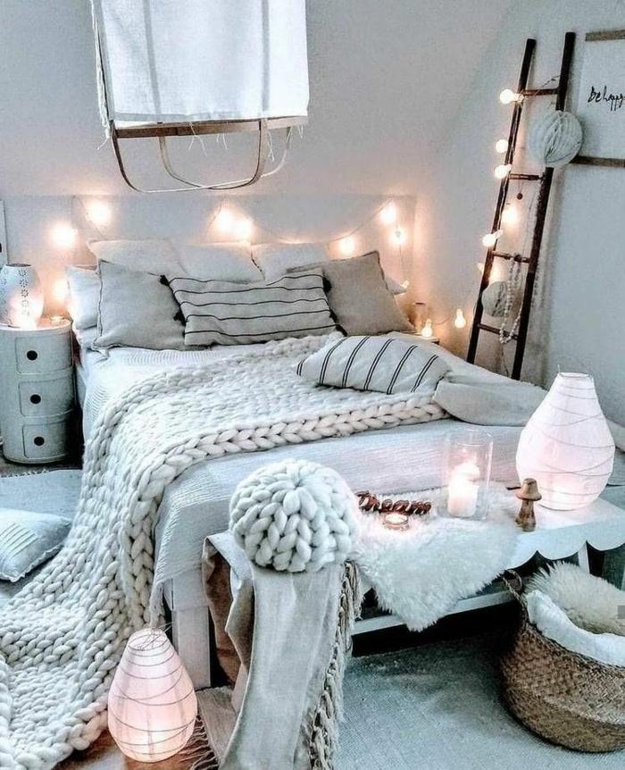 teenager zimmer mädchen, tumblr fotos, großes bett, deko mit lichterketten