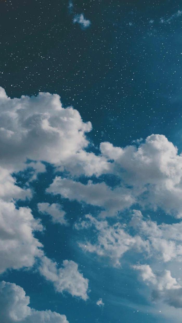 weiße Wolken, blauer Himmel mit vielen Sternen, aesthetic phone wallpapers, Bilder Handys Bildschirm