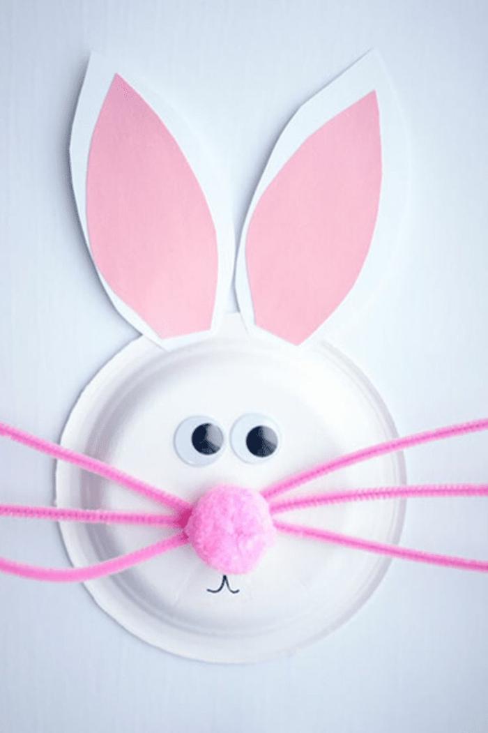 Tiere aus Papptellern basteln für Kinder, Hase mit pinker Nase und pinken Ohren, kreative Bastelideen
