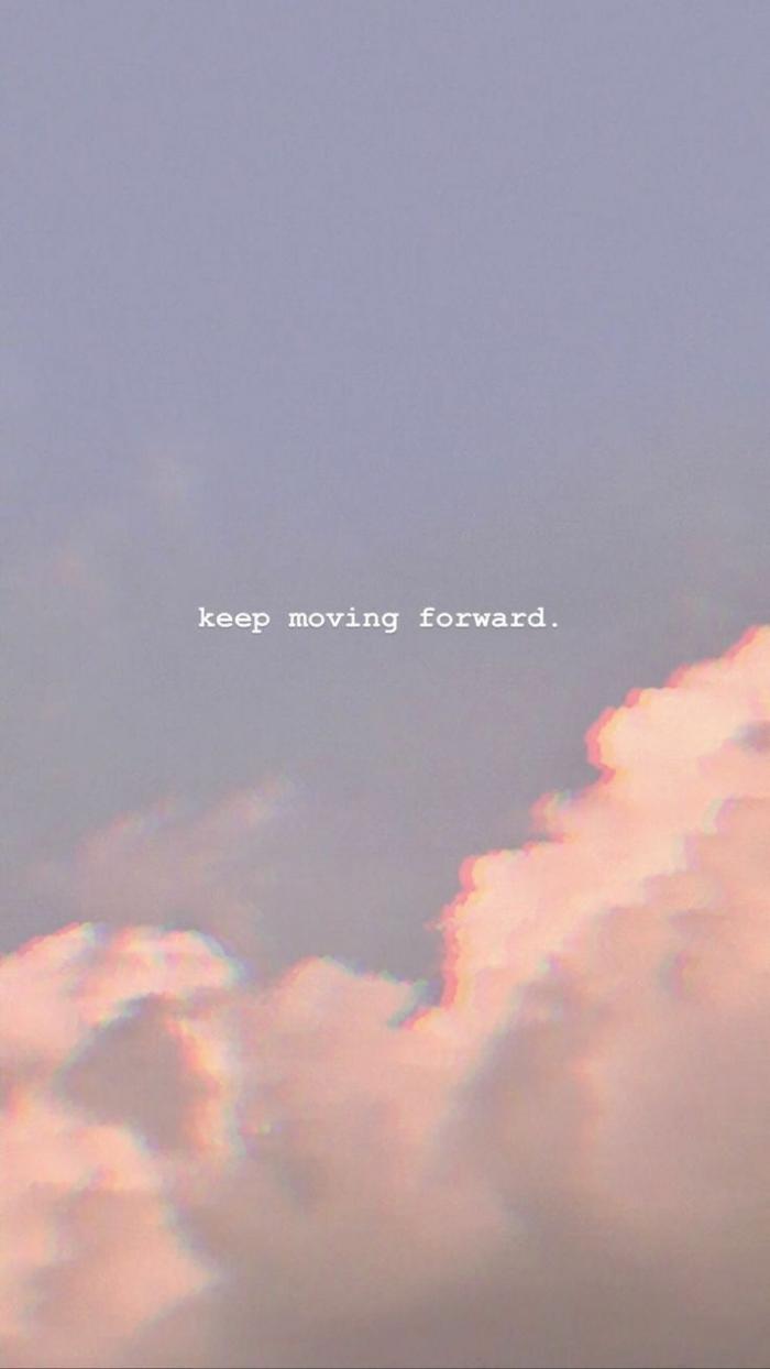 Keep moving forward, Hintergrundbild mit weißen Wolken und inspirierendem Spruch, Aesthetic Wallpaper hd