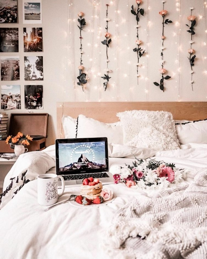 zimmer inspiration, schlafzimmer gestalten, wanddeko mit blumen und lichterketten, jugendzimmer
