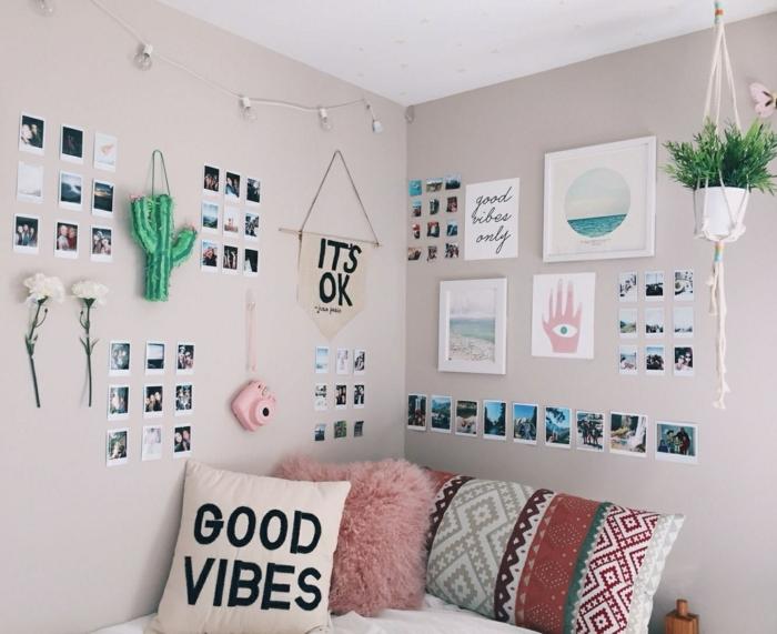 zimmer inspiration, wanddeko ideen, viele kleine bilder, jugednzimmerdeko