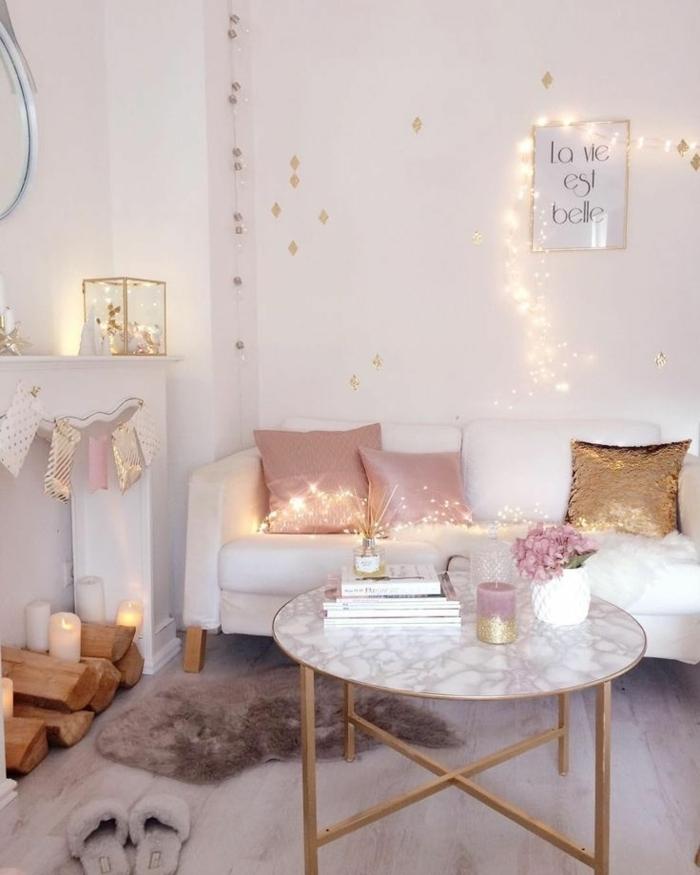 zimmer inspiration, zimmerdeko ideen, wohnzimmergestaltung in weiß, deko mit lichterketten, romantische deko