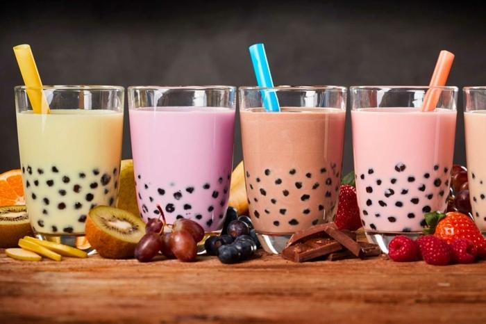 bubble tea selber machen, sommergetränke mit verschiedenen zutaten, früchte