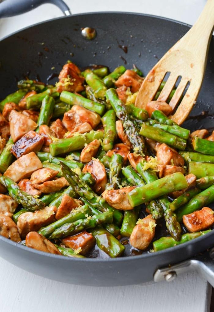 kohlenhydratarme ernährung, fleischstückchen mit spargeln und grünen bohnen