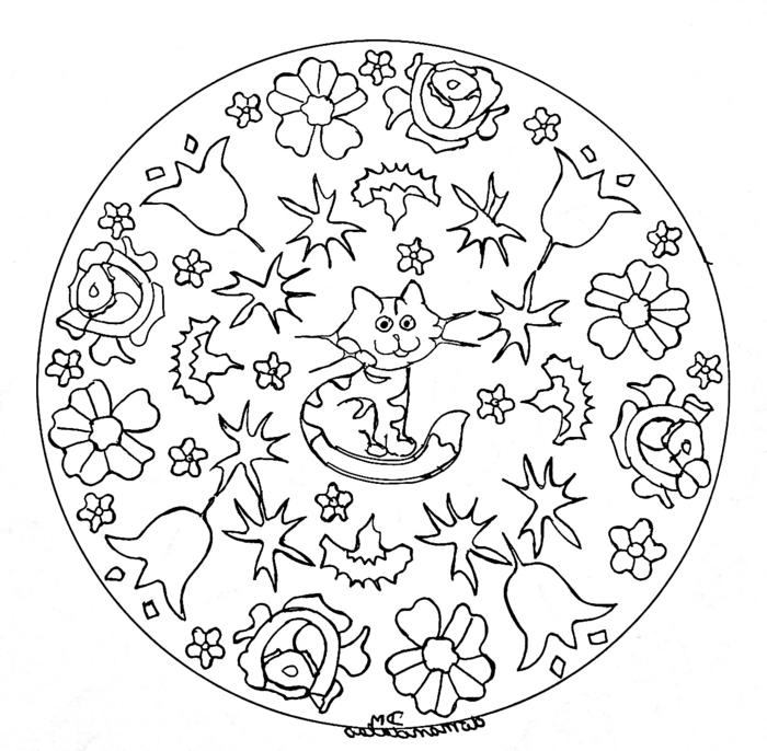 Ausmalbilder kostenlos ausdrucken, Mandalas für Kinder, kreisförmiges Muster mit abgebildeter Katze und vielen Blumen