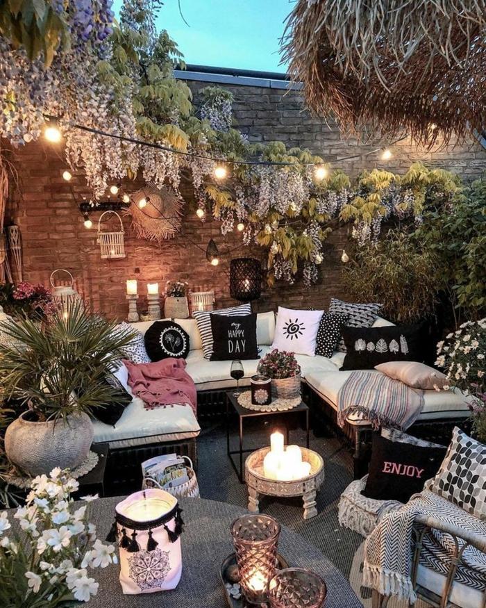 romantische Einrichtung vom Hinterhof im bohemischen Stil, Sichtschutz Terrasse Modern mit Gartenzaun und Pflanzen