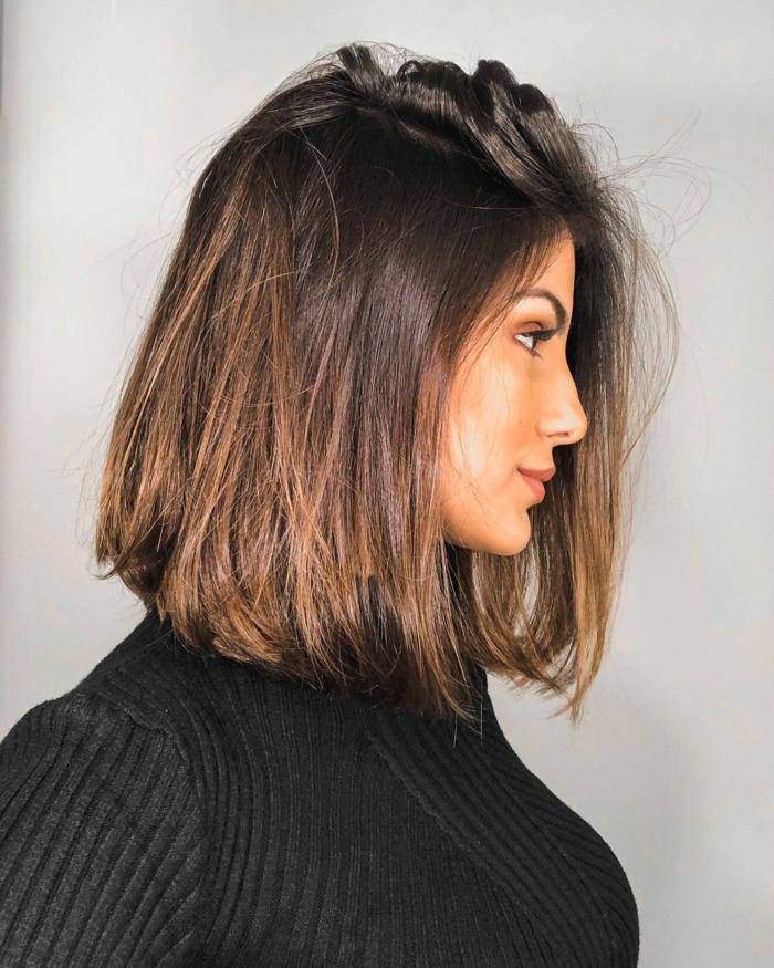schwarzer Pullover, Bob Frisuren stufig, glatte braune Haare, Kurzhaarschnitte Inspiration