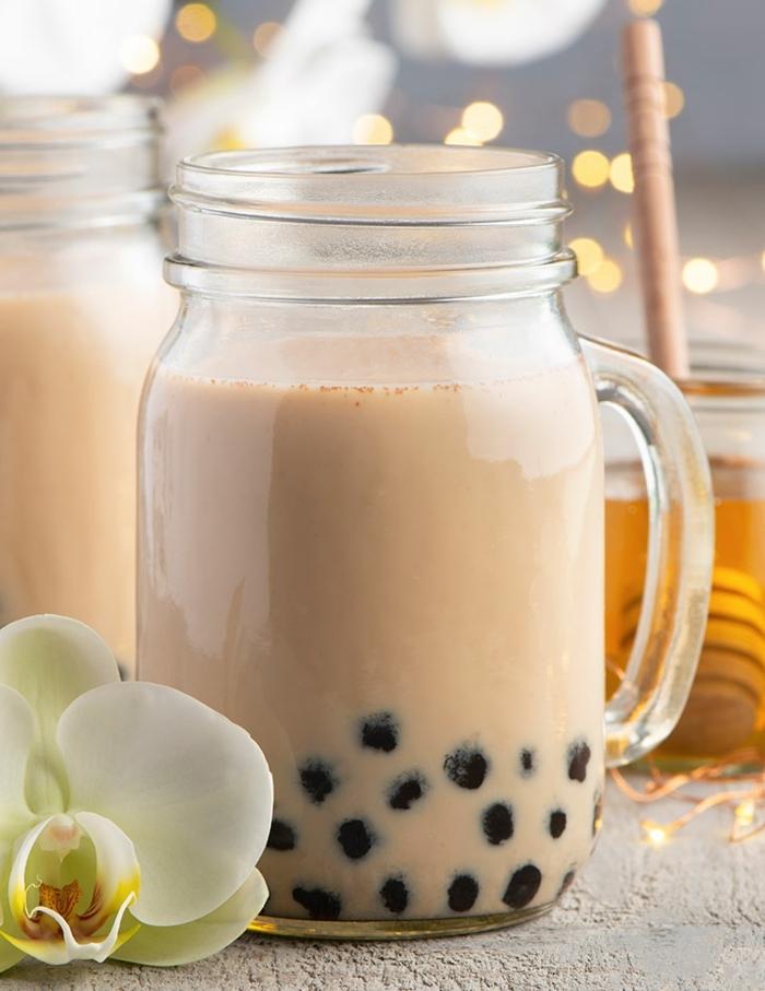 boba tea selber machen, getränk mit honig, milch und tapioca, gesundes milchgetränk