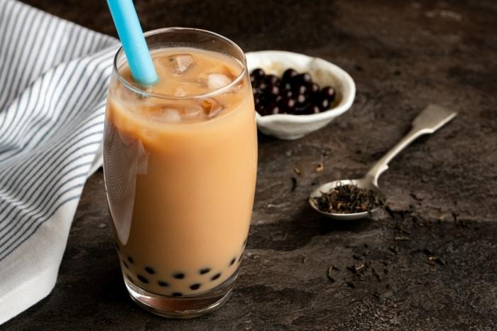 bubble tea tapioca perlen selber machen, einfache sommerrezpte, leckeres sommergetränk mit milch