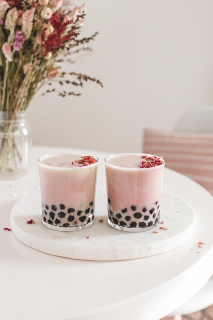 bubble tea perlen selber machen, boba tee mit rose, gesundes erfrischendes getränk für den sommer