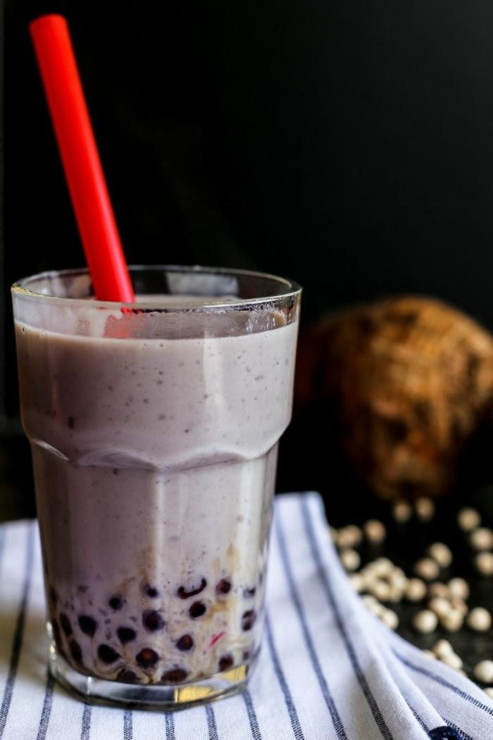 bubbles für bubble tea selber machen, frischer gesunder getränk mit blaubeeren