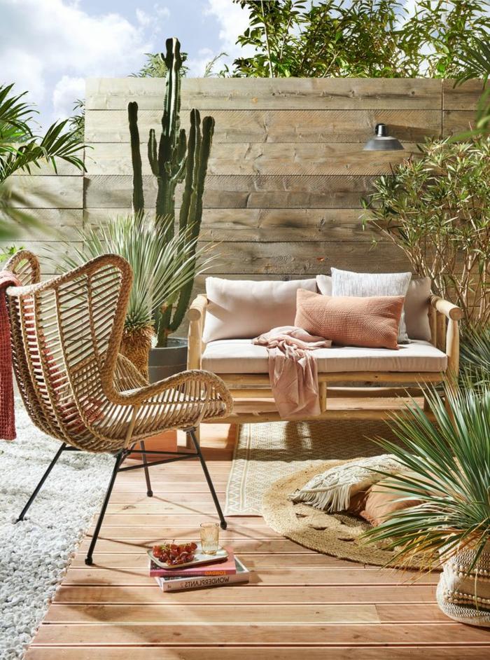 elegante und minimalistische Einrichtung vom Garten, moderne Gartenmöbel, Sichtschutz Holz Modern