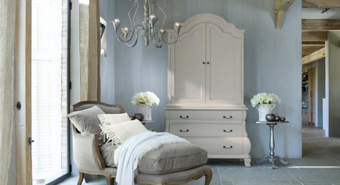 Einrichtung vom Schlafzimmer im retro Stil, moderner Landhaussessel in grau, toller lesesessel,
