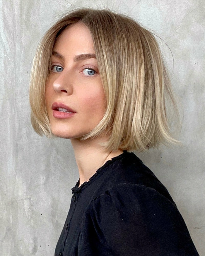 Julianne Hough Haare Inspiration, schwarze Bluse, blonde Frau, Bob Frisuren Damen mittellang