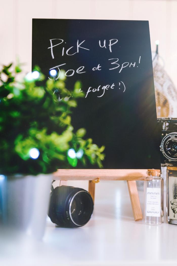 kreidetafel deko ideen, dekoration für die wohnung, schwarze tafel dekoriert mit kreide