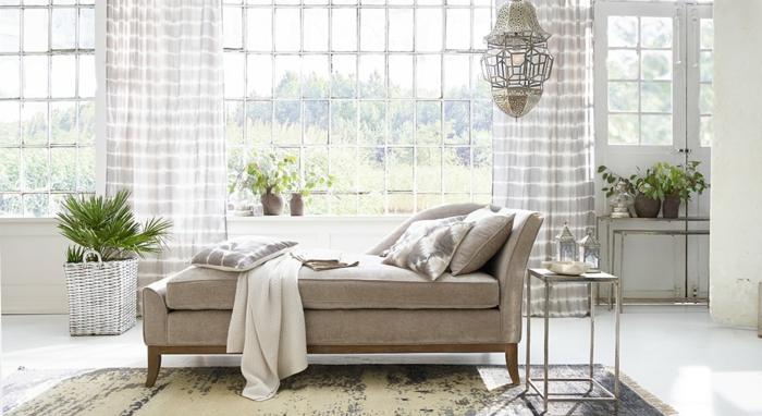Moderne Einrichtung Wohnzimmer, große Fenster, moderne loberon möbel, sessel landhaus stil