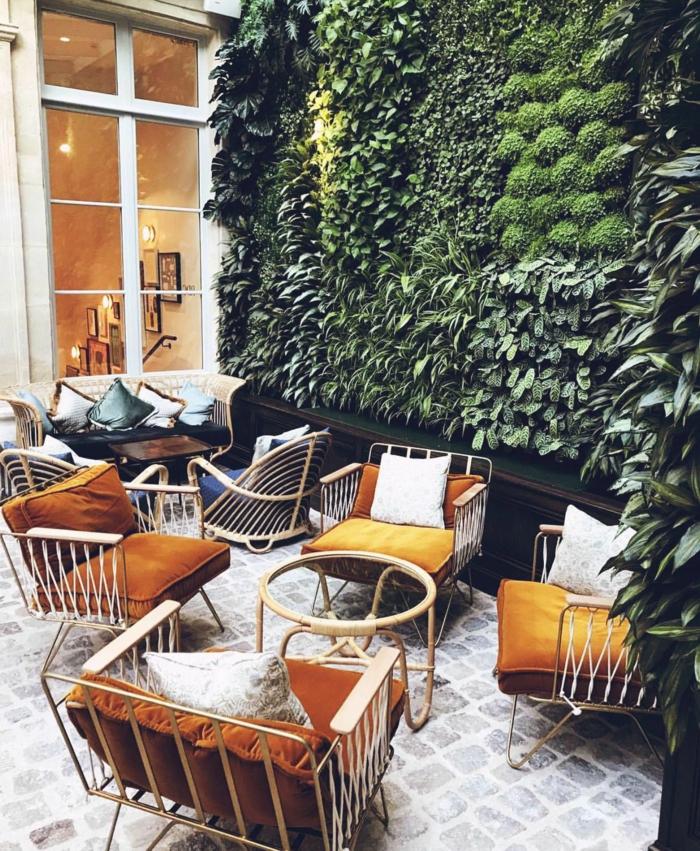 Sichtschutz Pflanzen Garten Ideen und Inspiration, moderne Stühle mit ockerfarbene Polsterung