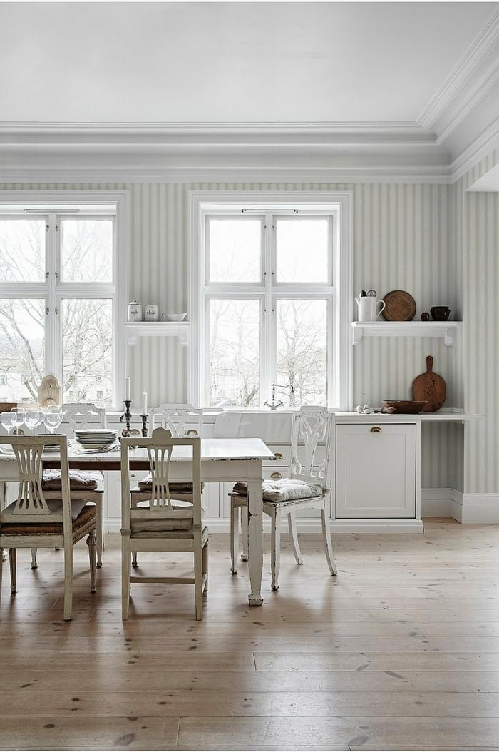 Wandgestaltung Streifen Beispiele, große Küche mit zwei Fenster, minimalistische Inneneinrichtung