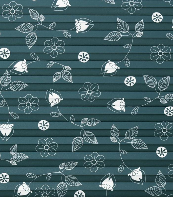 plissee mit weißen blumen, ein abdunkelndes plissee von sensuna made in germany, florale motive