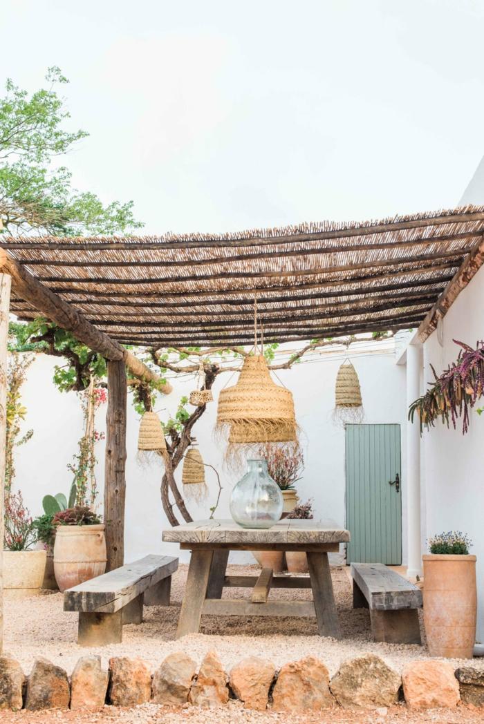 Außenausstattung im rustikalen Stil, moderner Schutzdach aus Bambus, Sichtschutz für Terrasse