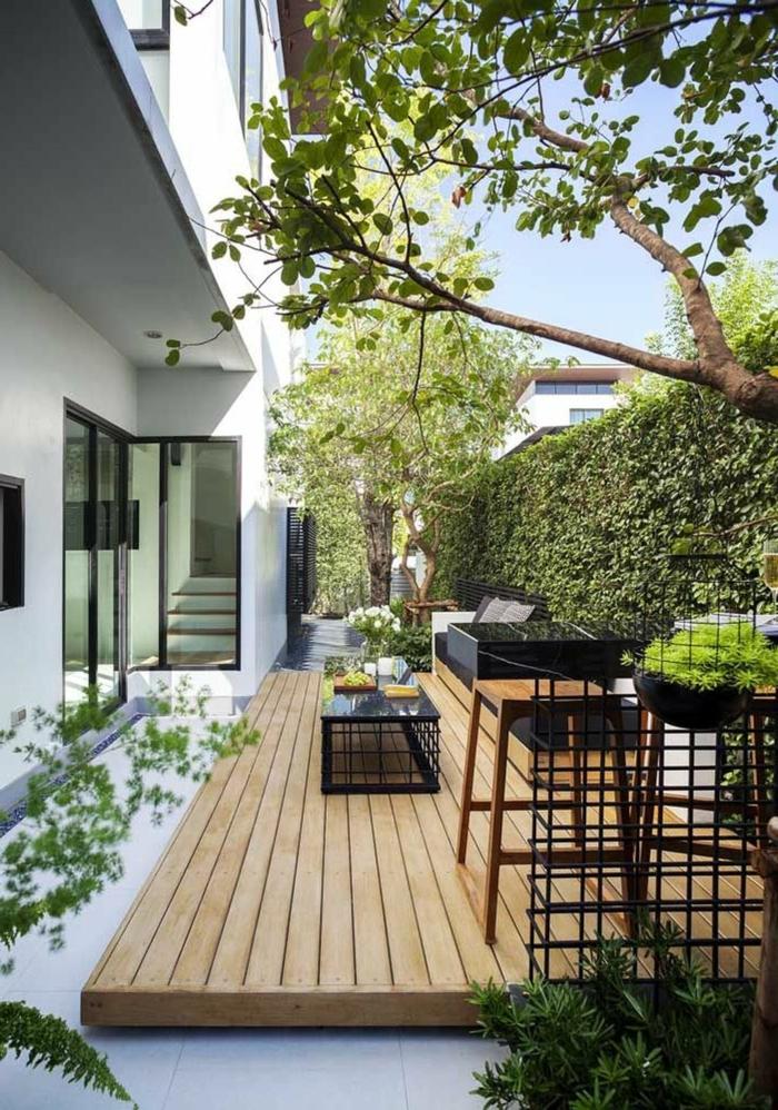 Gartengestaltung Sichtschutz Beispiele mit Pflanzen, moderne Architektur Haus mit Hinterhof
