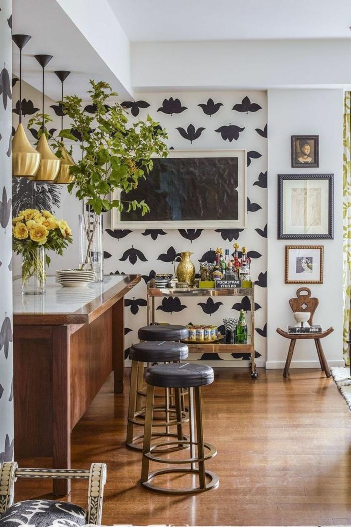Küchenwände gestalten mit Tapen in weiß mit schwarzen Blumen, moderne Inneneinrichtung Küche