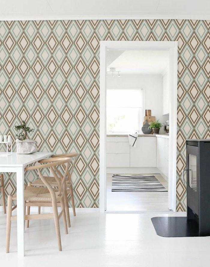 Küche mit Zugang zum Esszimmer, minimalistische Gestaltung, Küchenwände gestalten mit geometrischen Tapeten