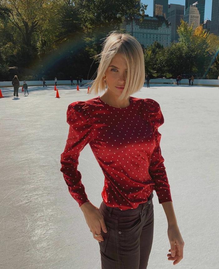 Xenia Adonts Style Inspiration, rote Bluse mit weißen Pünktchen, bob Frisuren kurz stufig, blonde Haare