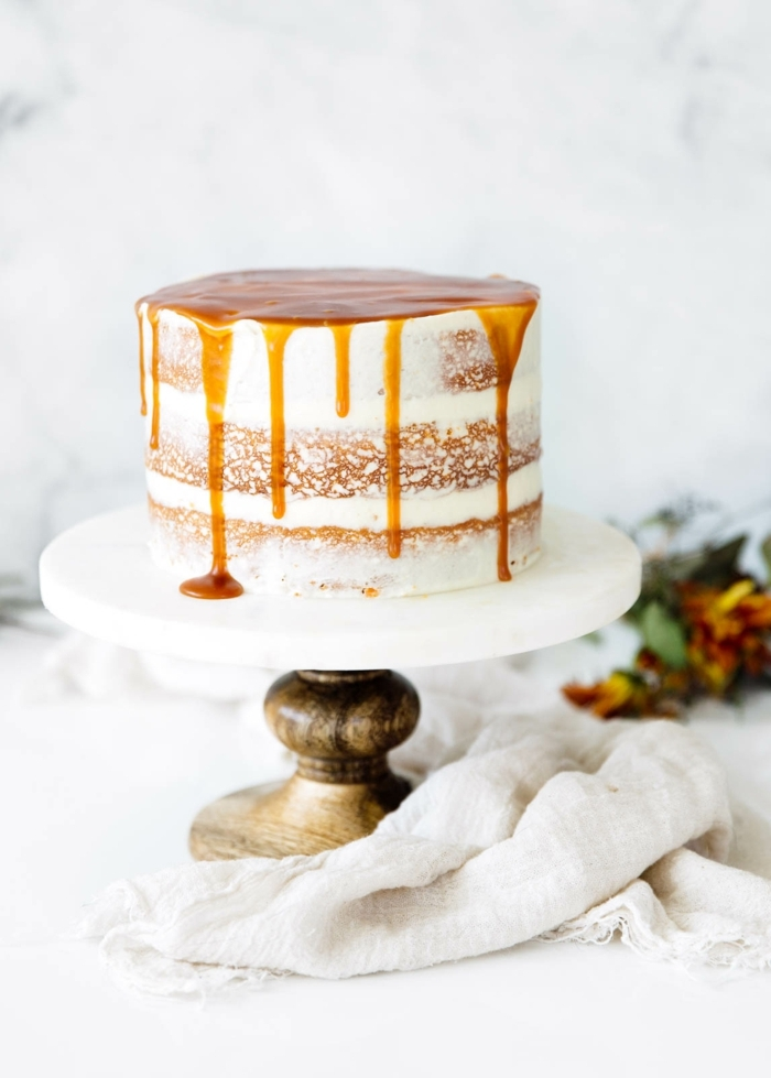 drip cake rezept mit karamell, naked torte, tortendeko ideen, einfacher kuchen