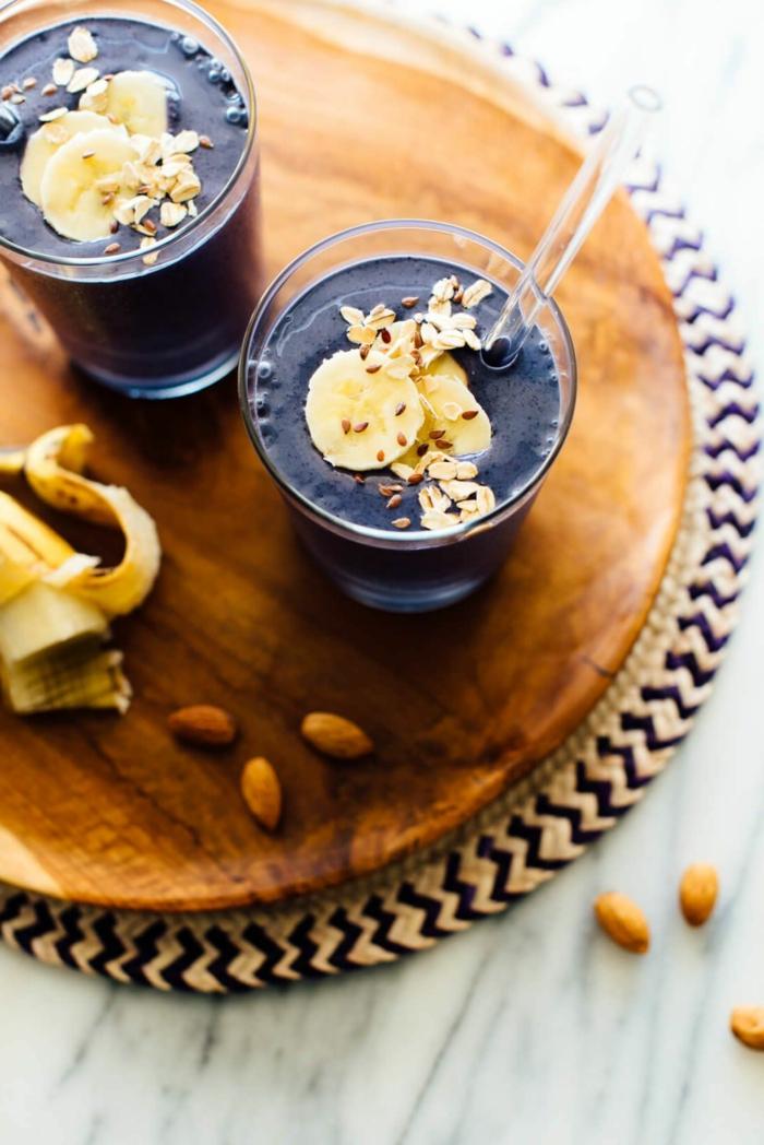 1 einfacher blauberrsmoothie blaubeere bananen vanille mandelmilch mandelbutter gesunde und ausgewogene ernährung smoothie zum abnehmen