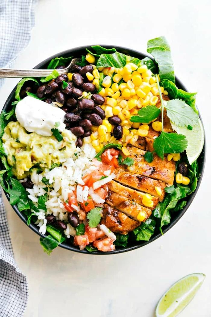 1 rezepte schwangerschaft healthy bowl mit hänchenbrust bohnen mais mozzarella und avocado mittagessen ideen