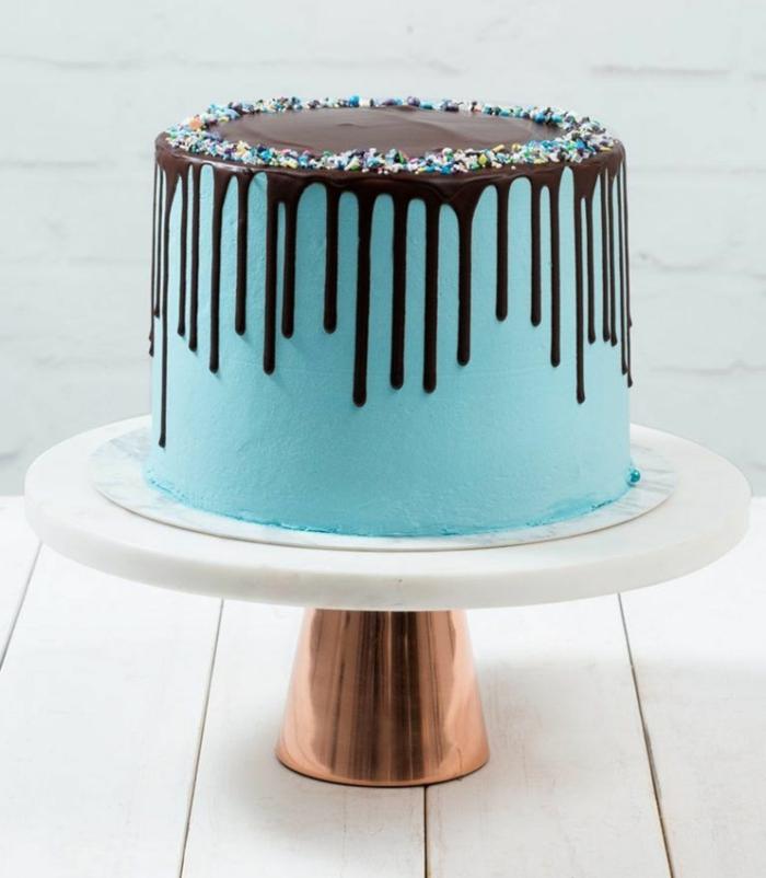 geburtstagstorte für männer, drip cake mit schokoladenboden, blaue buttercreme