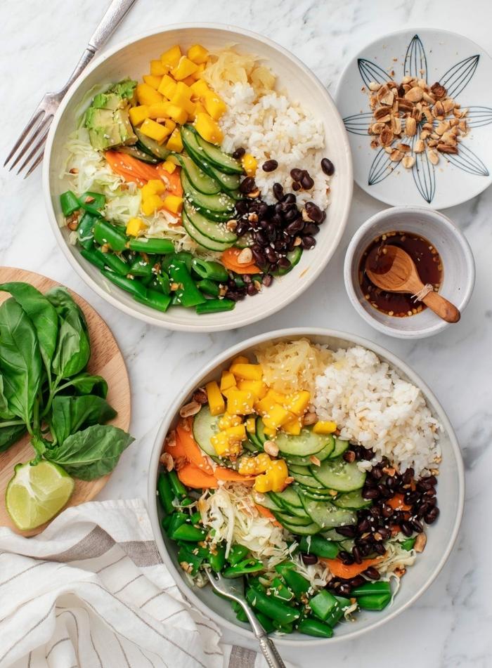 2 gesunde ernährung schwangerschaft ernährungsplan für schwangere damen reis mit gemüse schwarze bohnen vitaminreich