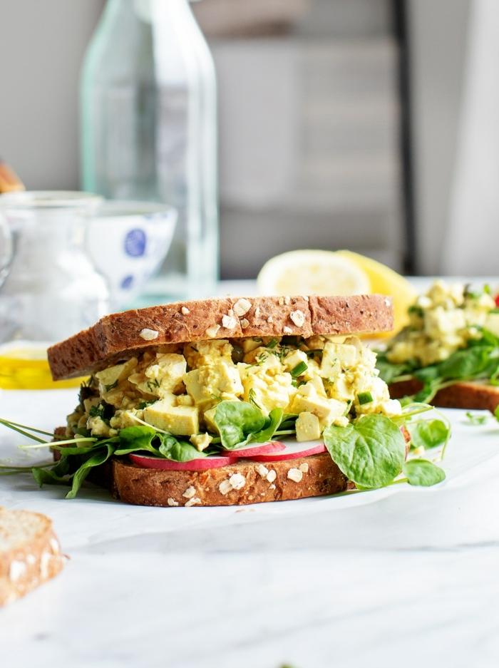 2 gesunde ernährung schwangerschaft sandwisch mit eier und avocado einfache zubereitung leckeres frühstück