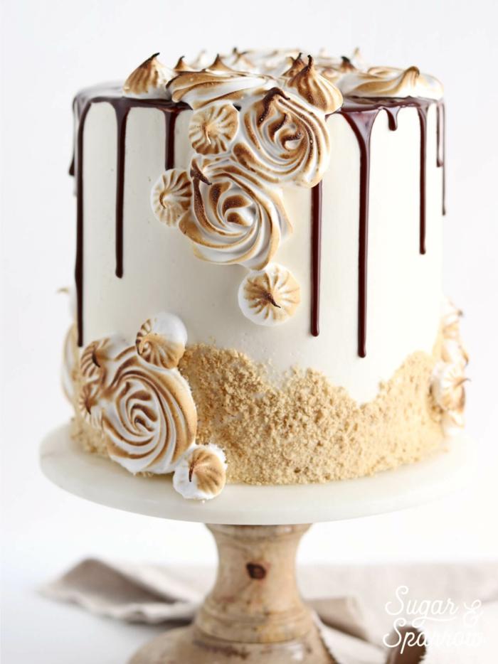 geburtstagstorte mann, torte mit milch, schokoalde und meringuen, tortendeko ideen