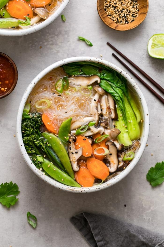 4 rezepte für schwangere mittagessen ideen gesunde suppe mit hänchenfleisch und gemüse