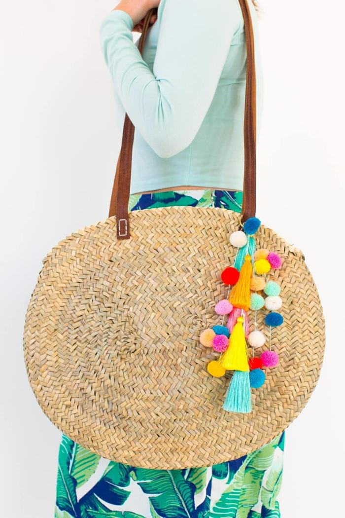 4 taschen nähen schnittmuter große runde handtasche bunte pompons quasten sommertasche